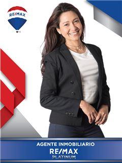 Agente Inmobiliario - Carmen Victoria Salas Molina - RE/MAX Platinum