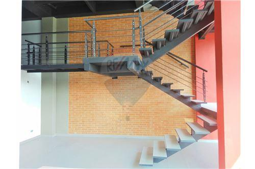 Escaleras primer piso