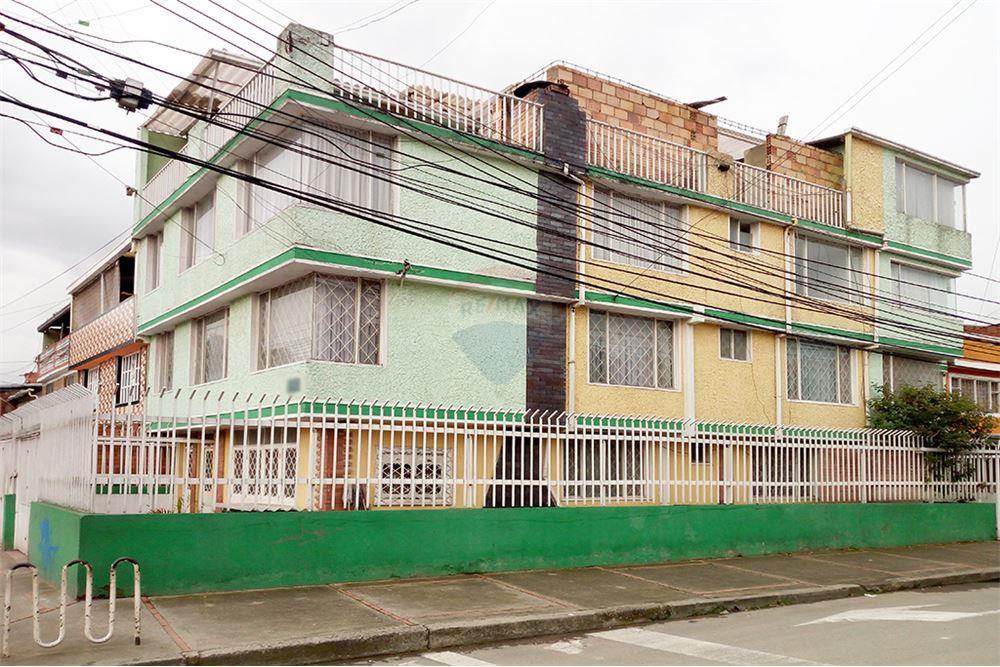 Casa Con Espacio Comercial En Venta Con Un Area Construida De 536 M 14 Dormitorios Ubicado A En Versalles Bogota Fontibon Colombia