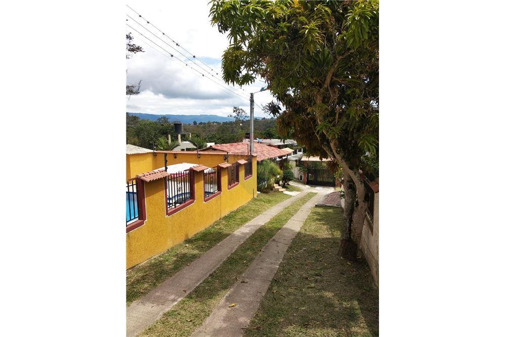 Casa En Venta Con Un Area Construida De 400 M 3 Dormitorios Ubicado A En Kilometro 3 Via Fusagasuga Arbelaez Vereda La Ls Cundinamarca