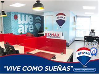 Office of RE/MAX Expertos - Usaquén