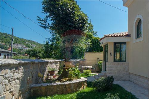Villa - For Sale - Cetinje Cetinje Montenegro - 33 - 700011001-1678