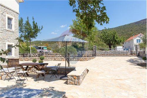 Villa - For Sale - Herceg-Novi Herceg-Novi Montenegro - 2 - 700011007-180