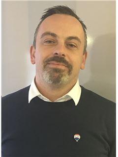 Associate in Training - Francky MOREL - RE/MAX Patrimoine