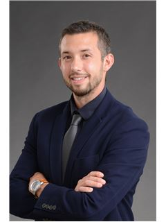 Associate in Training - Justin Pichard - RE/MAX Selection