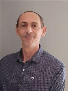 Associate in Training - Hervé Meyer - RE/MAX IMMOD