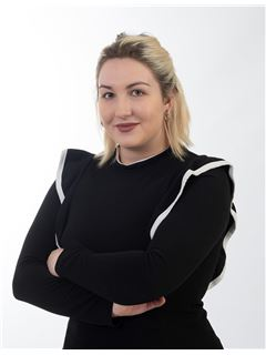 Associate in Training - Charlène CHARMOY - RE/MAX Immo Group 2