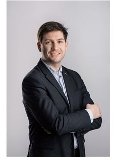 Associate in Training - Antoine Wilson - RE/MAX Exclusive