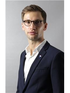 Associate in Training - CASTELAIN Gaspard - RE/MAX Immofrontiere