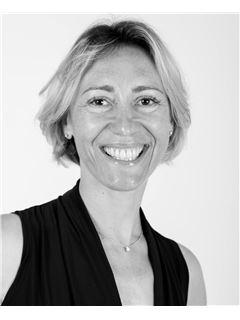 Associate in Training - Sandrine PERRIER - RE/MAX Experts