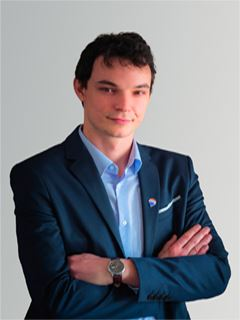 Associate in Training - Alexandre Tual - RE/MAX Exclusive