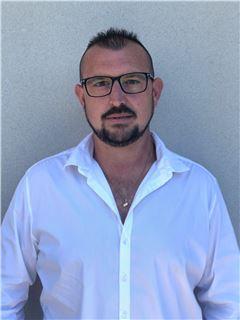 Associate in Training - Yoan HURSTEL - RE/MAX Experts