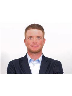Associate in Training - Jordan CONDELLO - RE/MAX Immo Group 2