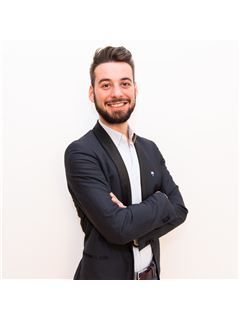 Associate in Training - Antoine Corolleur - RE/MAX ImmoCalade