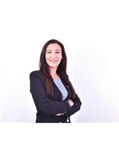 Associate in Training - Malika Amini - RE/MAX Ventexpert
