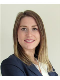Associate in Training - Camille Paterne - RE/MAX Grand Paris Transaction