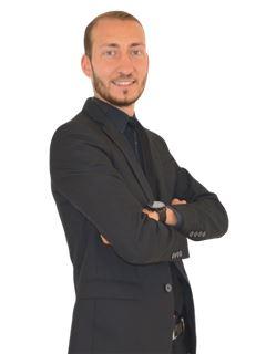Associate in Training - Jonathan Santos - RE/MAX Infinity
