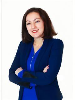 Associate in Training - Tina Pelle - RE/MAX NEWorld Immo Advance