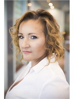 Anna Nieboras - RE/MAX Home Professional