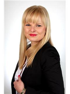 Karolina Gola - RE/MAX Invest