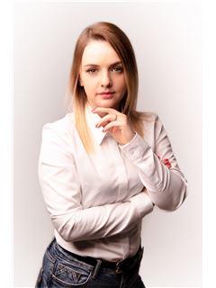 Karolina Pasierbek - RE/MAX Invest