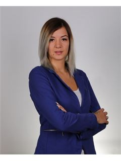 Monika Mlak - RE/MAX Home Professional
