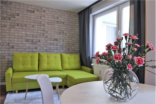 Mieszkanie na parterze - Sprzedaż - Katowice, Polska - 72 - 800041001-670