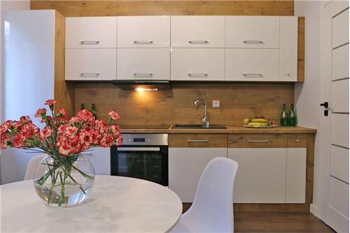 Mieszkanie na parterze - Sprzedaż - Katowice, Polska - 60 - 800041001-670