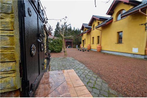 House - For Sale - Ustron, Poland - Podwórze z tyłu domu - 800061070-16