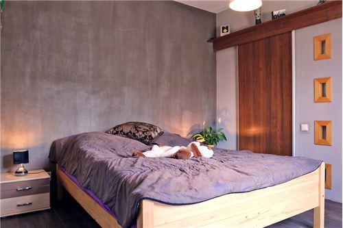 Dom dwurodzinny - Sprzedaż - Katowice, Polska - 35 - 800041001-678