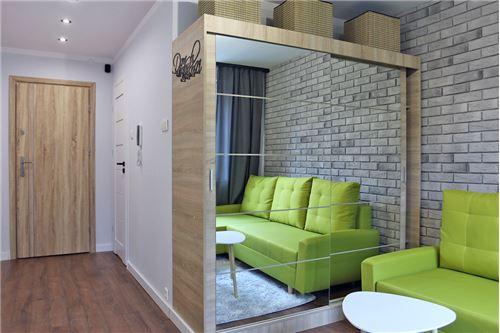 Mieszkanie na parterze - Sprzedaż - Katowice, Polska - 70 - 800041001-670