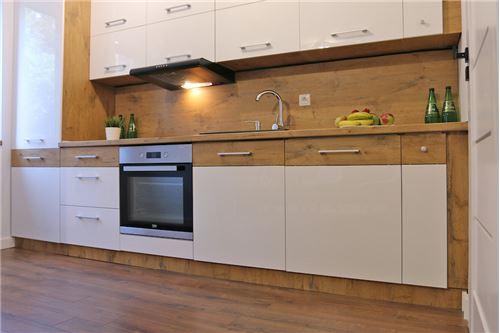 Mieszkanie na parterze - Sprzedaż - Katowice, Polska - 53 - 800041001-670