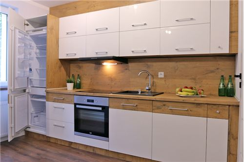 Mieszkanie na parterze - Sprzedaż - Katowice, Polska - 59 - 800041001-670