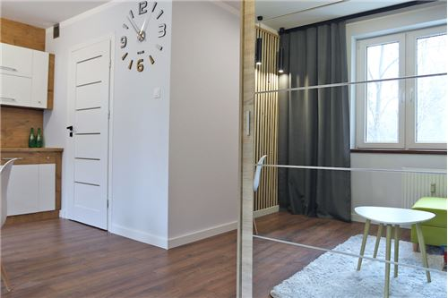 Mieszkanie na parterze - Sprzedaż - Katowice, Polska - 69 - 800041001-670