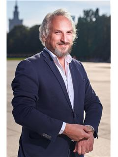 Broker/Owner - Wojciech Wieczorek Właściciel / Owner - RE/MAX Capital