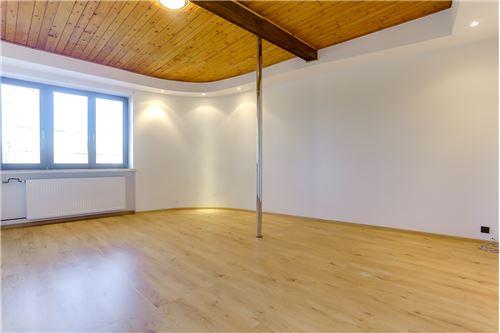 غرفة على شكل L