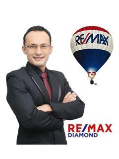 Julian Zamora - RE/MAX Diamond