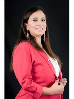 Vanessa Flores - RE/MAX Capital