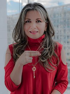 Paulina Suasnavas - RE/MAX Capital