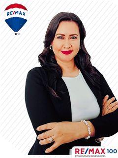 Yelena Iñiguez - RE/MAX 100 2