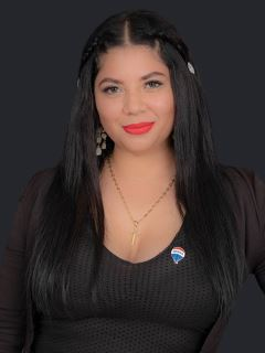 Esthefany Macias - RE/MAX Capital
