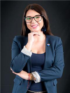 Maria Belen Flores - RE/MAX Capital