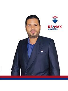 Robert Lara - RE/MAX Advisers