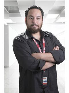 Renny Sebastian Vega Terneus - RE/MAX Platinum