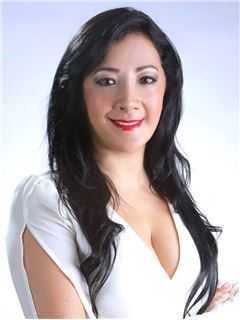 Rosa Maria Ramirez Arias - RE/MAX Capital