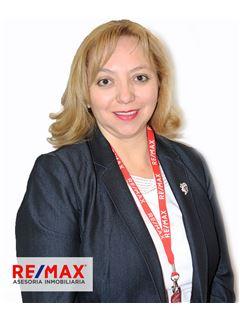 Catalina Villacres - RE/MAX Asesoría Inmobiliaria