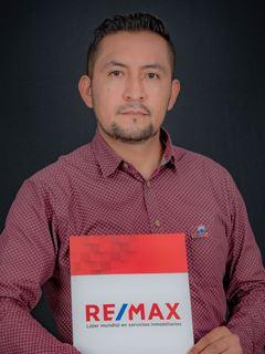 Alejandro Calispa - RE/MAX Capital