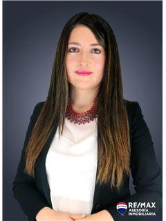 Nathaly Vega - RE/MAX Asesoría Inmobiliaria