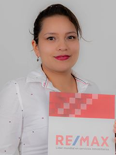 Cristina Erazo - RE/MAX Capital