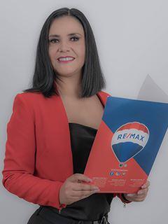 Paulina Pereira - RE/MAX Capital